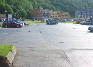 Parkeringsplass sett uten polariseringsfilter