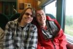 Sindre og Mikael på toget.